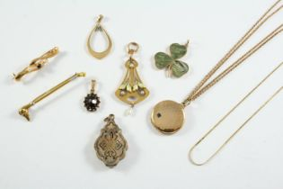A QUANTITY OF JEWELLERY including a 9ct gold, enamel and pearl set openwork foliate pendant, a