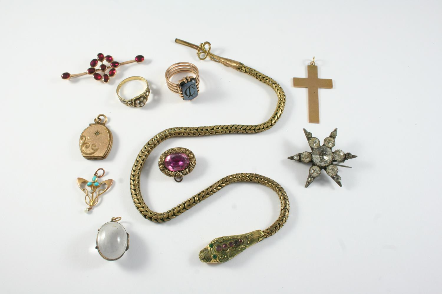 A QUANTITY OF JEWELLERY including a gilt metal snake necklace, a Georgian garnet and gold brooch,