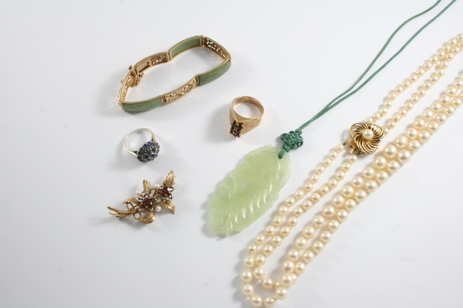 A QUANTITY OF JEWELLERY including a double row graduated cultured pearl necklace with gold clasp,