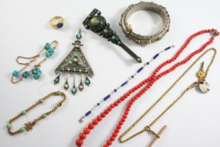 A QUANTITY OF ASSORTED JEWELLERY including a lapis lazulu and gold bracelet, a turquoise and gold