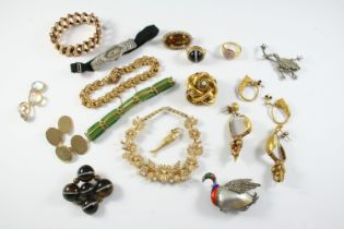A QUANTITY OF JEWELLERY including a pair of 9ct gold cufflinks, 9.8 grams, a 15ct gold and pearl
