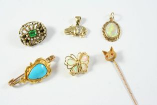 A QUANTITY OF JEWELLERY including an opal and gold butterfly brooch, a green paste and pearl set