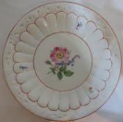 Meissen, Zierteller, Meissner Rote Rose. Pfeifferzeit 1815-1924. 4 Schleifstriche, Durchmesser 27