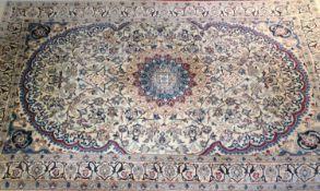 fein geknüpfter Nain Teppich, farbfrisch, guter Zustand. Maße: Breite 1,25 m, Länge ca. 2,00 mfi
