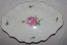 Meissen, ovale Schale, Länge ca. 26 cm, Breite ca. 19 cm, Höhe ca. 5 cm, Meissner Rote Rose. 2.