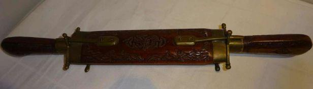 handgearbeitetes Tranchierbesteck, Messing/Holz. Indien, sehr guter Zustand. Länge ca. 43 cm