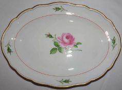 Meissen, ovale Platte, Meissner Rote Rose. 1.Wahl, Länge ca. 29 cm, Breite ca. 20 cmMeissen, oval