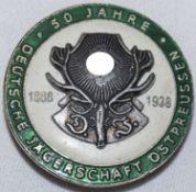 Ansteckplakette 50 Jahre deutsche Jägerschaft Ostpreussen 1888 -1938. Durchmesser: ca. 40 mm, Bunt