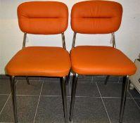 2 Retro Stahlrohrgestell Stühle mit orangenen Kunstlederbezügen, Aufkleber Kontrolle 3, guter Zus