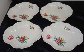 4 Hutschenreuther Schalen mit floralem Design, Länge ca. 18 cm, Breite ca. 15 cm, Höhe ca. 3,5 cm