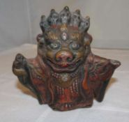 alte asiatische Fingerfigur aus Ton, polychrome Malerei. Maße: Höhe ca. 9 cm, Breite ca. 8 cmold