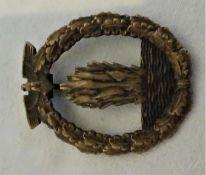 Minensucher Kriegsabzeichen, 3. Reich, entnazifiziert. Rückseitig Öse defekt.Minesweeper war badg
