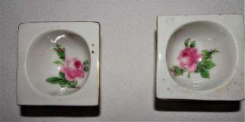 Meissen, 1 Sahnelöffel, Meissner Rote Rose. 2. Wahl / 2 Schleifstriche. Länge ca. 22 cm. Guter Z