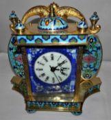 Cloisonne Tischuhr mit Emaille / Bilderuhr. Uhrwerk läuft sauber, mit Sekundenanzeiger. Vergoldete