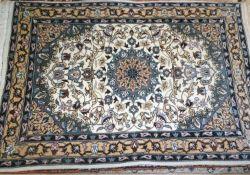 feiner handgewebter Teppich, Nain, farbfrisch. Sehr guter Zustand. Maße: Länge ca. 95 cm, Breite