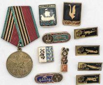 Sowjetunion 1985, tragbare Medaille auf 40. Jahre Kriegende. Dazu Abzeichen den Sport und russ. Flu