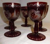 Böhmen-Glas, 6 handgeschliffene Likörgläser rot überfangen, mit sehr feinem Schliff. Um 1920. H