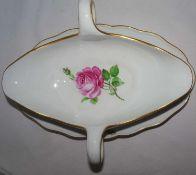 Meissen, 1 Sauciere, Meissner Rote Rose. 1. Wahl. Länge ca. 26 cm, Höhe ca. 10 cm, Breite ca. 18