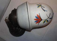 Art Deco Deckenlampe, Spritzdekor Opalin - Milchglas mundgeblasen. Handmalerei, original Metallmont