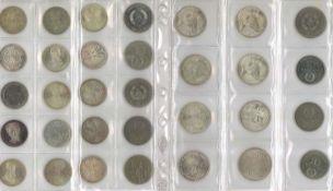 Lot Münzen, meist BRD, dabei 7x 10 Mark, 25x 5 Mark, 13x 2 Mark, 35x 1 Mark, 37x 50 Pfennig. Nomin