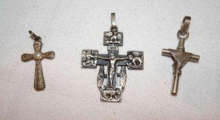 """3 Anhänger """"Kreuz"""", 925er Silber, verschiedene Modelle. Gewicht ca. 12,2 gr.3 """"Cross"""" pendants, 92"""