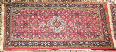 kleiner Orientteppich, handgeknüpft, Indien Provinz Ganga. Guter Zustand. Maße: Länge ca. 140 cm