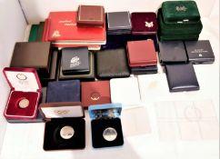 1 Kiste Münzubehör, dabei 4 Mini Münzalbums, sowie 25 Münzschachteln, verschiedene Ausführunge