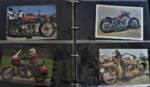 farbige Postkarten mit Motorrad-Motiven im Sammelalbum, einige Harley Davidson Motive, 61 Stück.