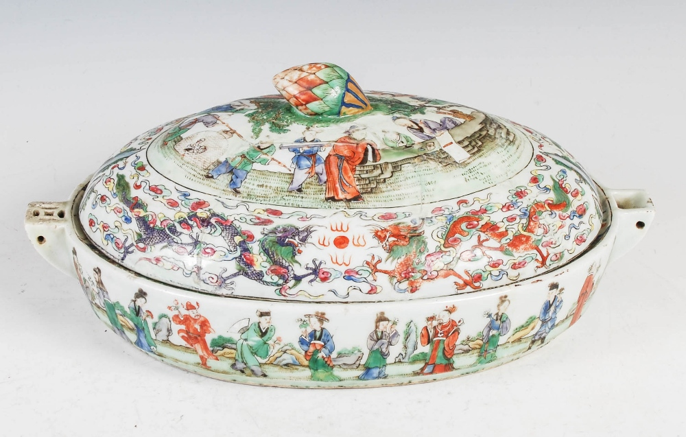 A Chinese porcelain famille rose covered warming tureen, Qing Dynasty, the oval shaped base - Image 2 of 7