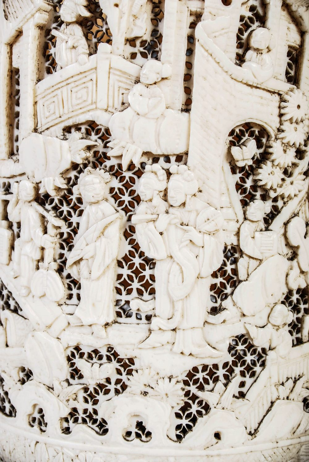 A Chinese ivory tusk vase, Qing Dynasty, carved with figures, pavilions and pine trees on a - Image 5 of 5