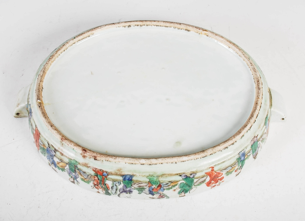 A Chinese porcelain famille rose covered warming tureen, Qing Dynasty, the oval shaped base - Image 6 of 7