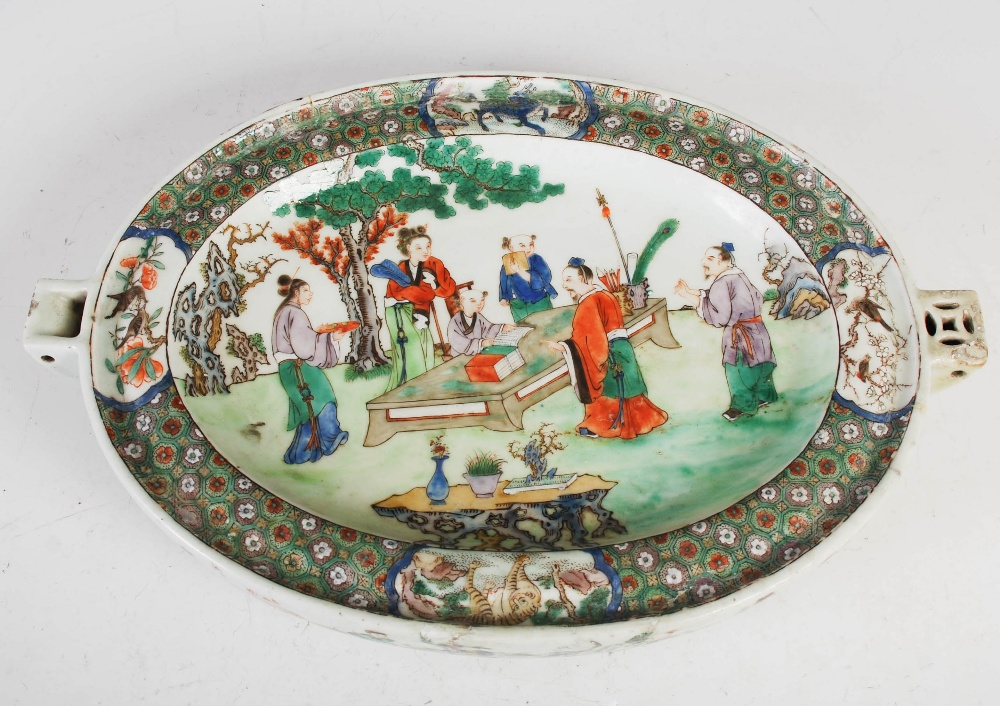A Chinese porcelain famille rose covered warming tureen, Qing Dynasty, the oval shaped base - Image 5 of 7