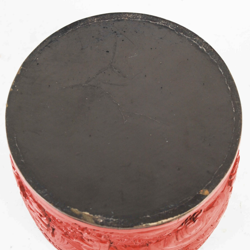 A Chinese cinnabar lacquer cylindrical box and cover, Qing Dynasty, the circular detachable cover - Image 6 of 7
