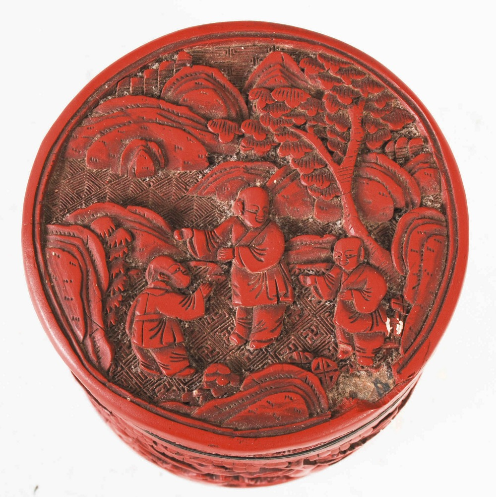A Chinese cinnabar lacquer cylindrical box and cover, Qing Dynasty, the circular detachable cover - Image 4 of 7