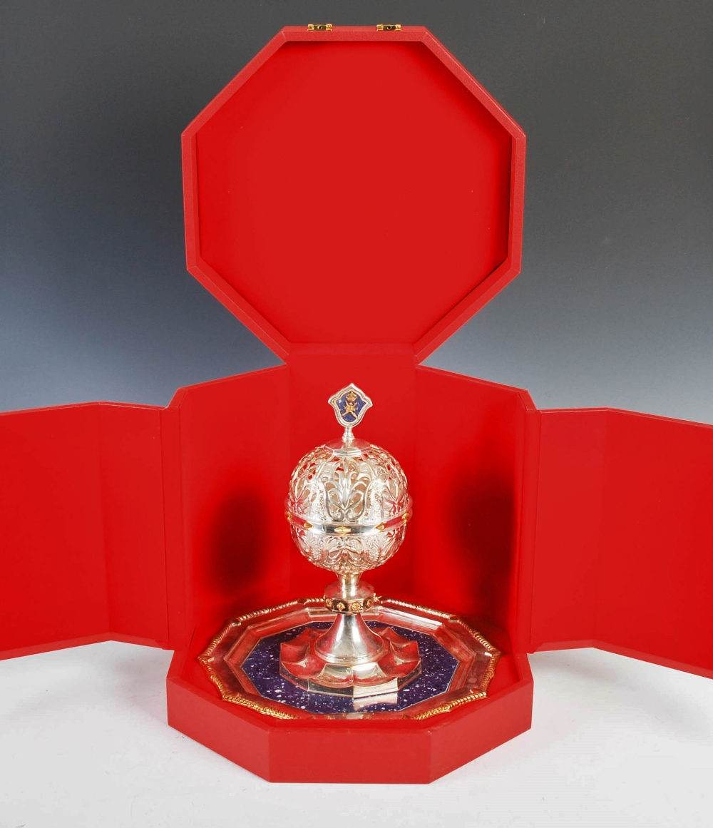 An Official Oman silver and lapis lazuli Presentation covered chalice, the chalice with hinged - Image 7 of 8