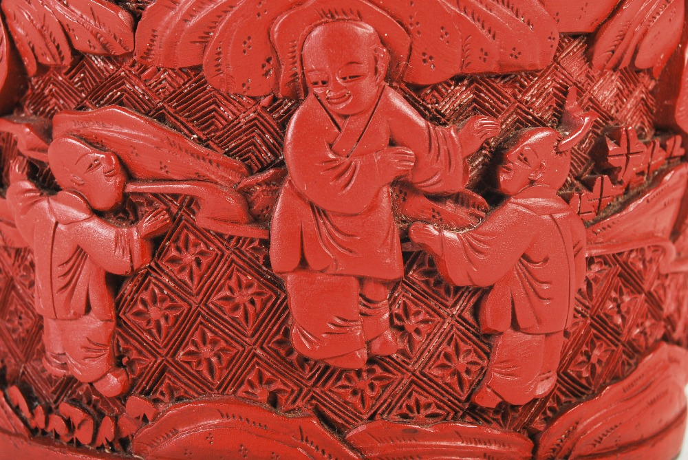 A Chinese cinnabar lacquer cylindrical box and cover, Qing Dynasty, the circular detachable cover - Image 7 of 7