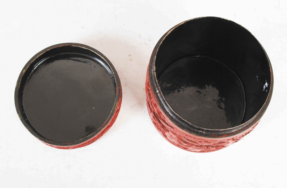 A Chinese cinnabar lacquer cylindrical box and cover, Qing Dynasty, the circular detachable cover - Image 5 of 7