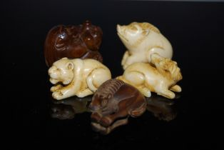 FIVE ASSORTED NETSUKE, ALL IN THE FORM OF VARIOUS ANIMALS