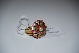 YELLOW METAL RUBY AND SPLIT PEARL CLUSTER RING, STAMPED '9CT', RING SIZE O, GROSS WEIGHT 7.7 GRAMS