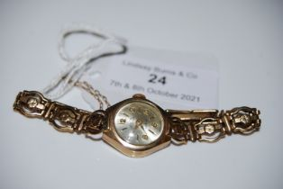 A 9CT GOLD AVIA LADIES WRISTWATCH WITH 9CT GOLD BRACELET, GROSS WEIGHT 11.5 GRAMS