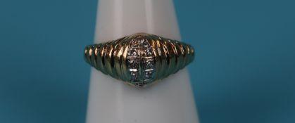 Gold designer diamond ring
