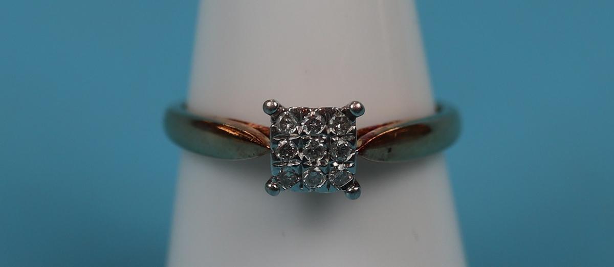 Gold 9 stone diamond ring
