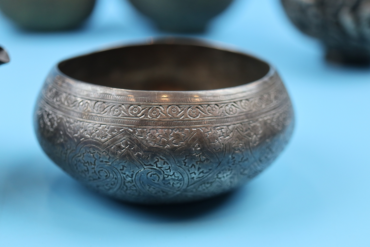 Collection of bowls to include Eastern silver - Image 2 of 13