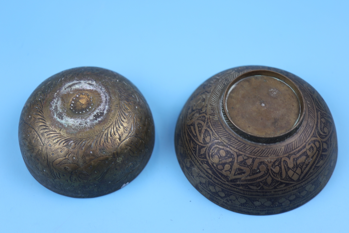 Collection of bowls to include Eastern silver - Image 12 of 13