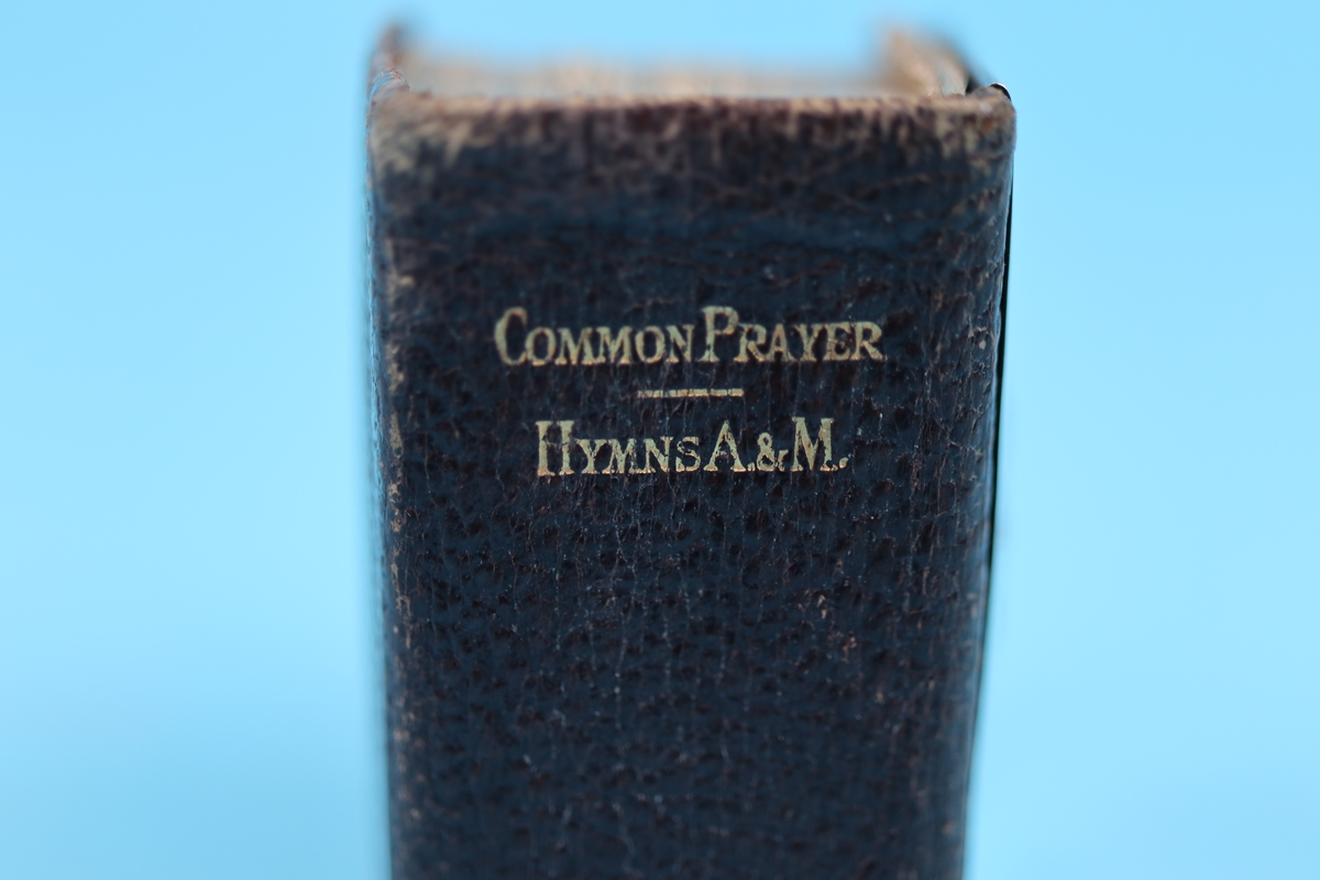 Silver mounted common prayer and hymn book - Charles Penny Brown, Birmingham 1910 - Image 2 of 8