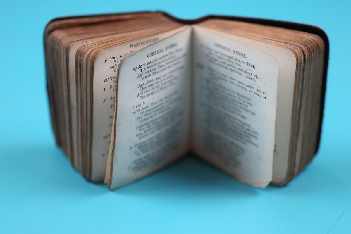 Silver mounted common prayer and hymn book - Charles Penny Brown, Birmingham 1910 - Image 7 of 8
