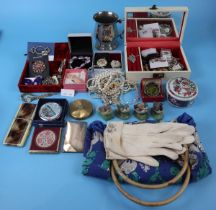 Collectables to include costume jewellery and powder boxes