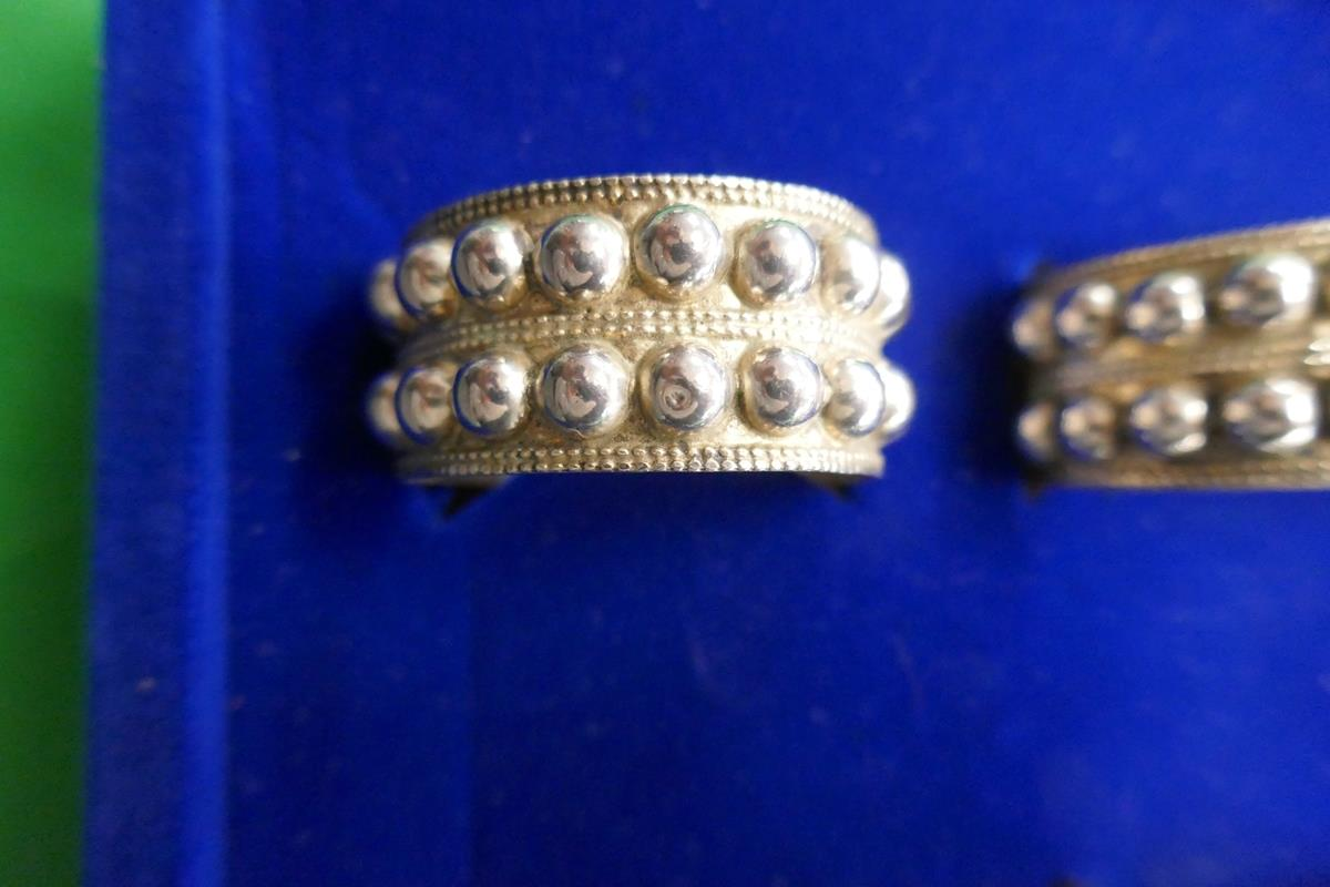 Cased set of 6 silver napkin rings - Image 4 of 7