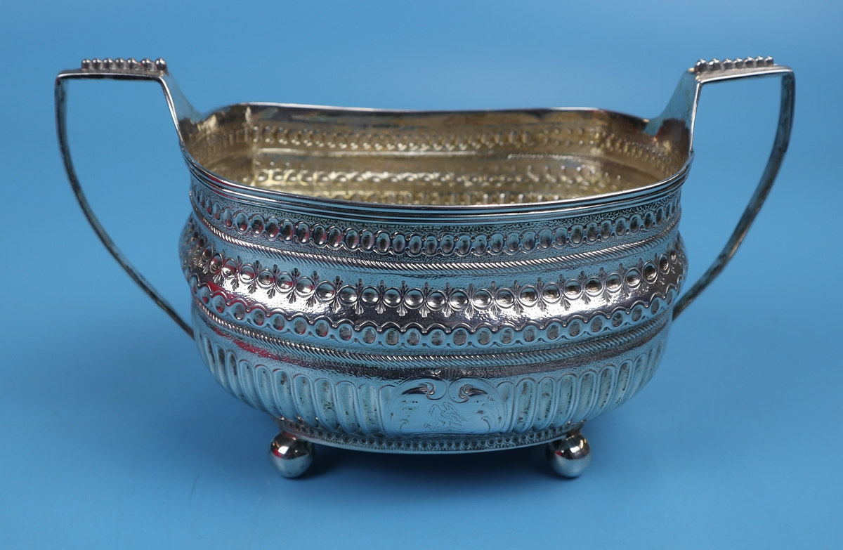 Hallmarked silver 2 handled sugar bowl - Makers mark TD - Approx weight 226g