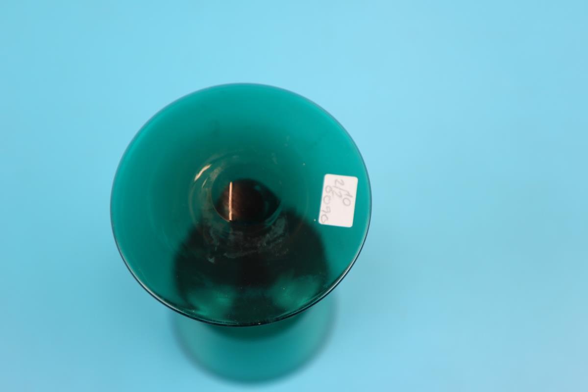 Pair of Regency green wine glasses - Image 2 of 2